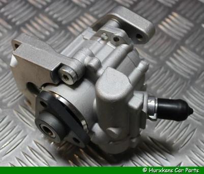 POMP STUURBEKRACHTIGING 4.4 V8  PER STUK
