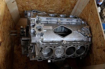 ONDERBLOK 4.2 V8 SUPERCHARGER / NIEUW IN KRAT PER STUK