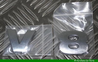 CHROME LETTERS V8 IN 3D